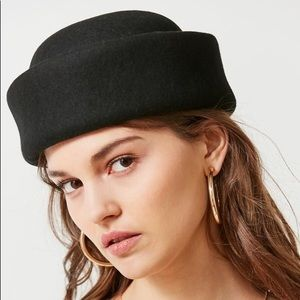 New black wool urban outfitters hat
